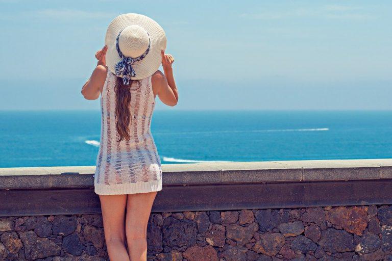 אישה בחופשה
