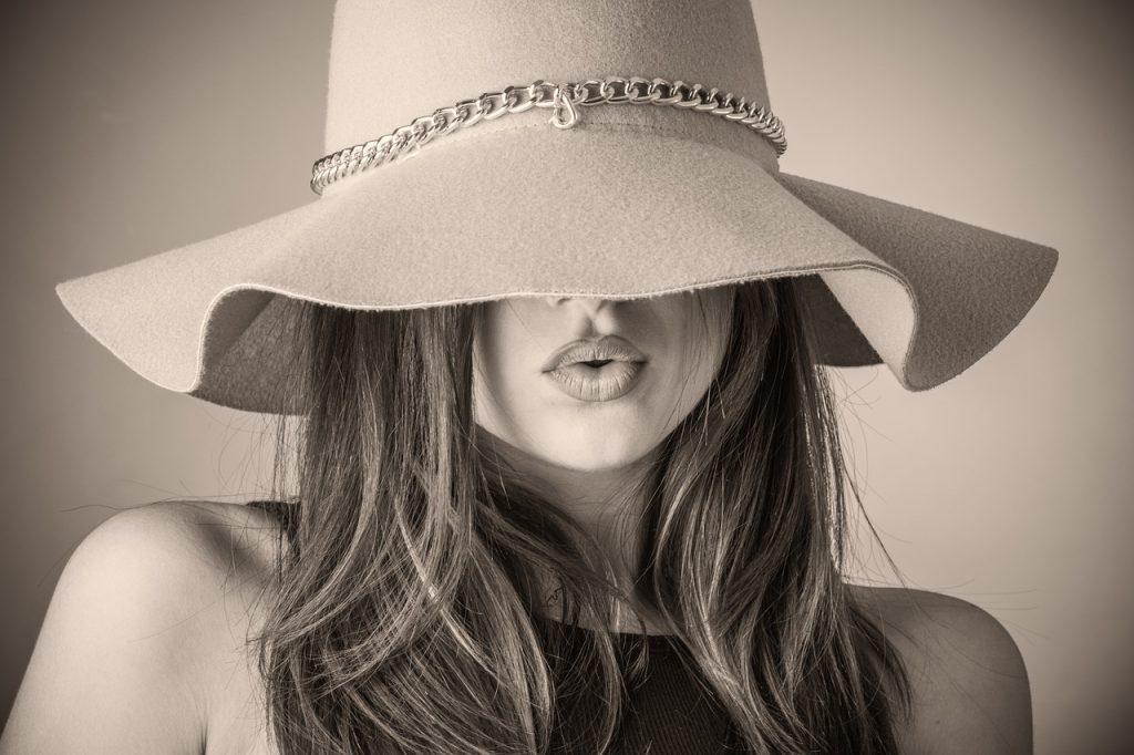 אישה יפה - תיירות אופנה